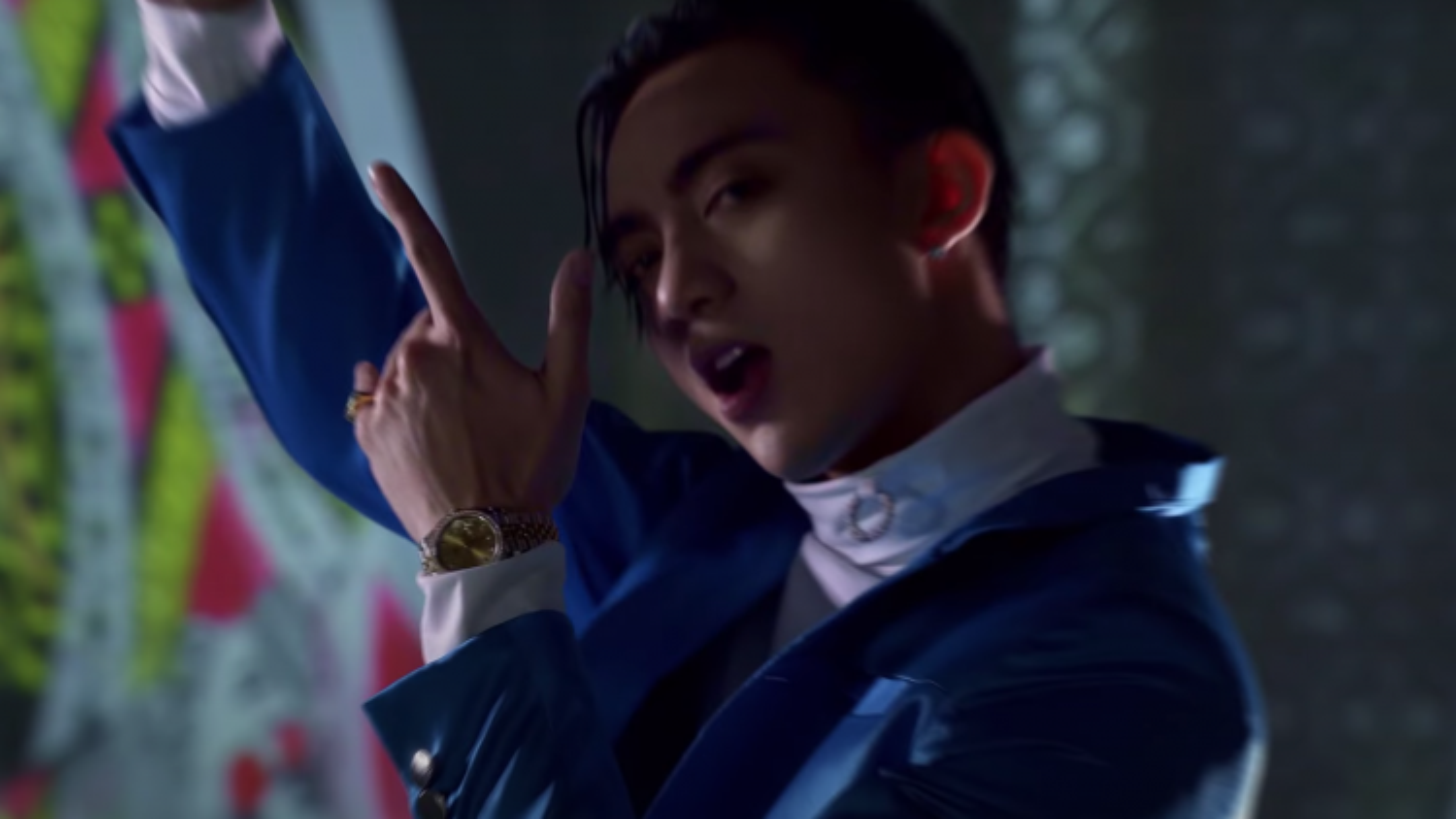 """Bóc loạt đồ hiệu hơn 1 tỷ của Soobin trong MV """"BlackJack"""""""