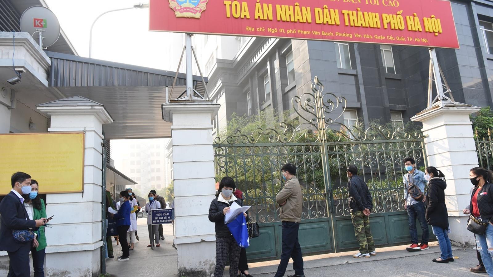 An ninh thắt chặt bên ngoài phiên tòa xét xử kín ông Nguyễn Đức Chung