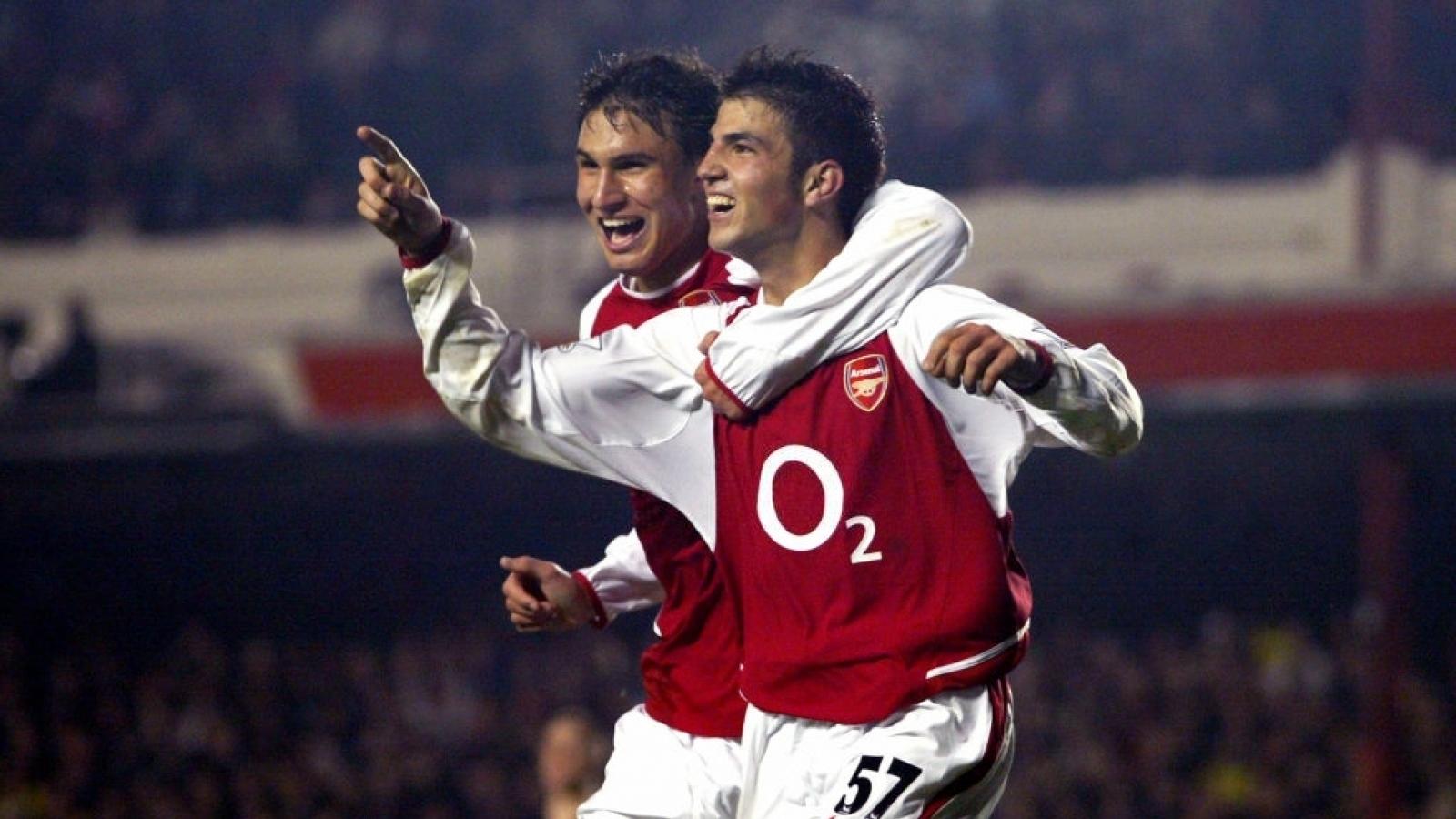 Ngày này năm xưa: Cesc Fabregas đi vào lịch sử Arsenal