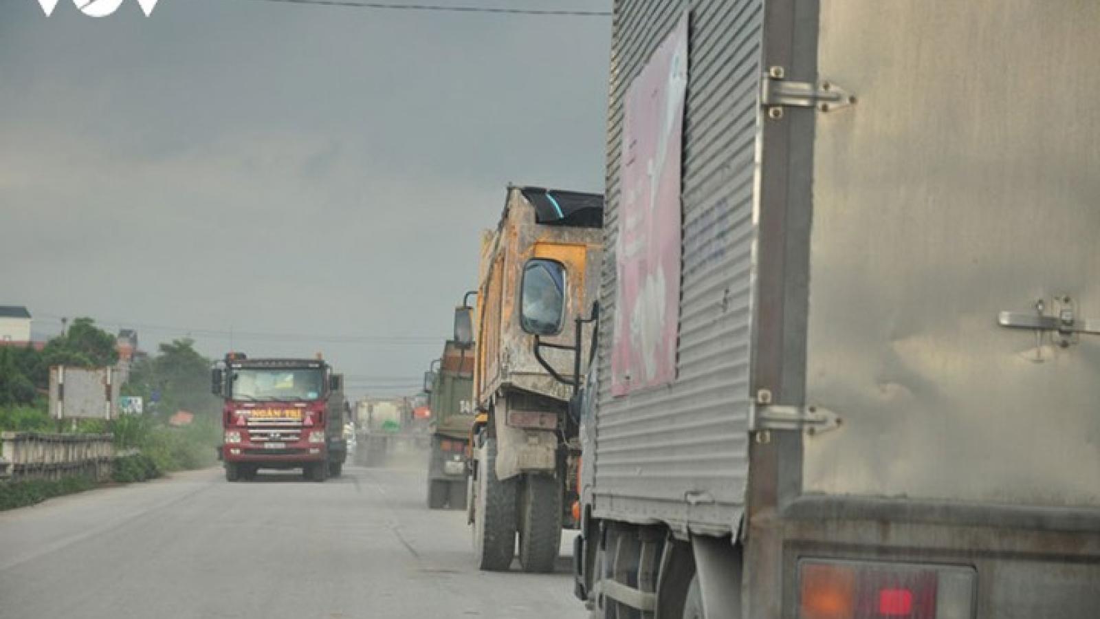 Ô tô chở gấp đôi tải trọng, tài xế bịphạt hơn 70 triệu đồng