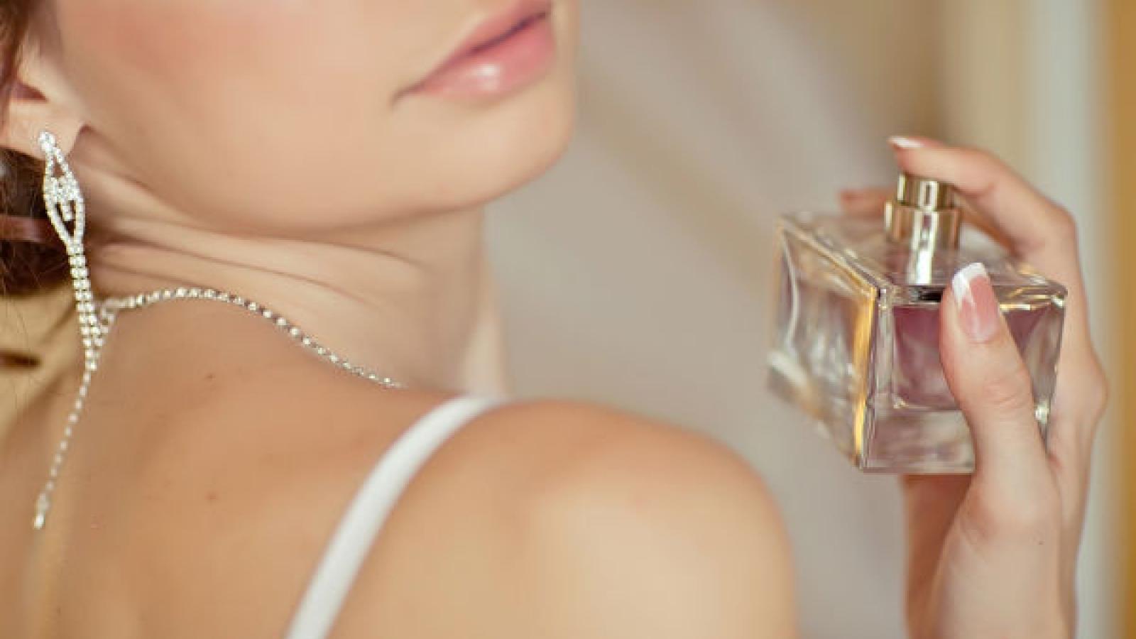 Mẹo sử dụng nước hoa giúp lưu giữ mùi hương suốt ngày dài