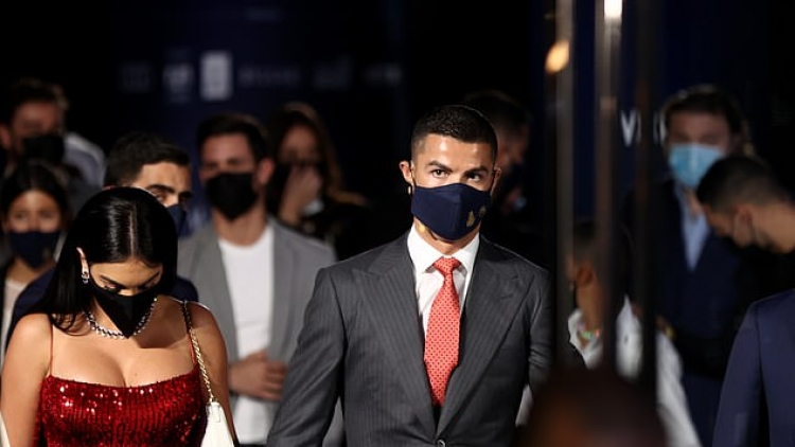 """""""Tình trẻ"""" của C.Ronaldo phô dáng """"bốc lửa"""" đi dự sự kiện cùng bạn trai"""