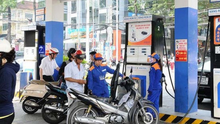 Petrol prices rise by over VND380 in final review of the year