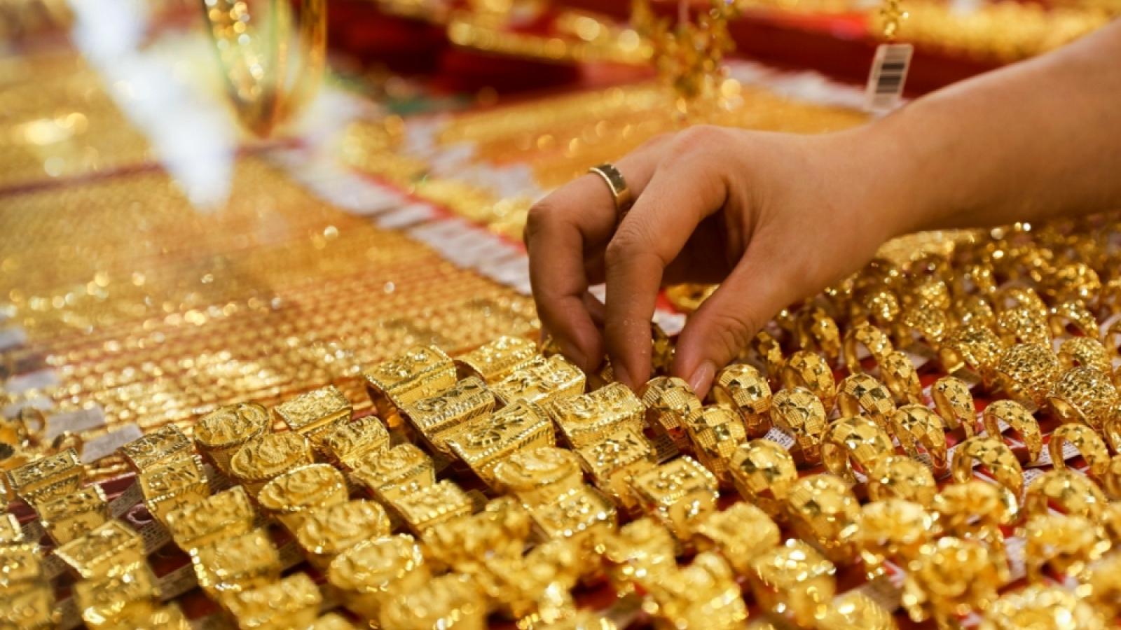 Giá vàng tiến gần về mốc 55 triệu đồng/lượng
