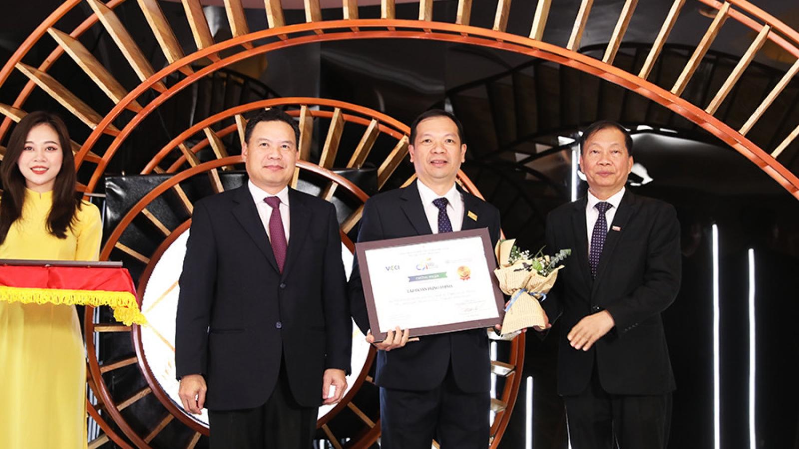 """Tập đoàn Hưng Thịnh """"lọt"""" Top 10 doanh nghiệp bền vững tại Việt Nam 2020"""