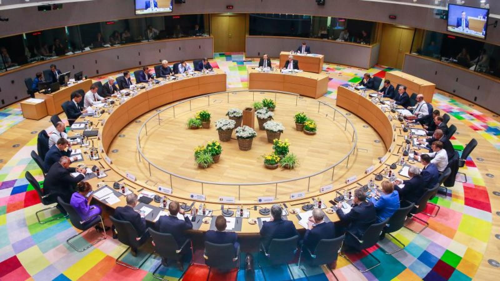 EU tháo gỡ bế tắc ngân sách, đặt mục tiêu mới về khí hậu