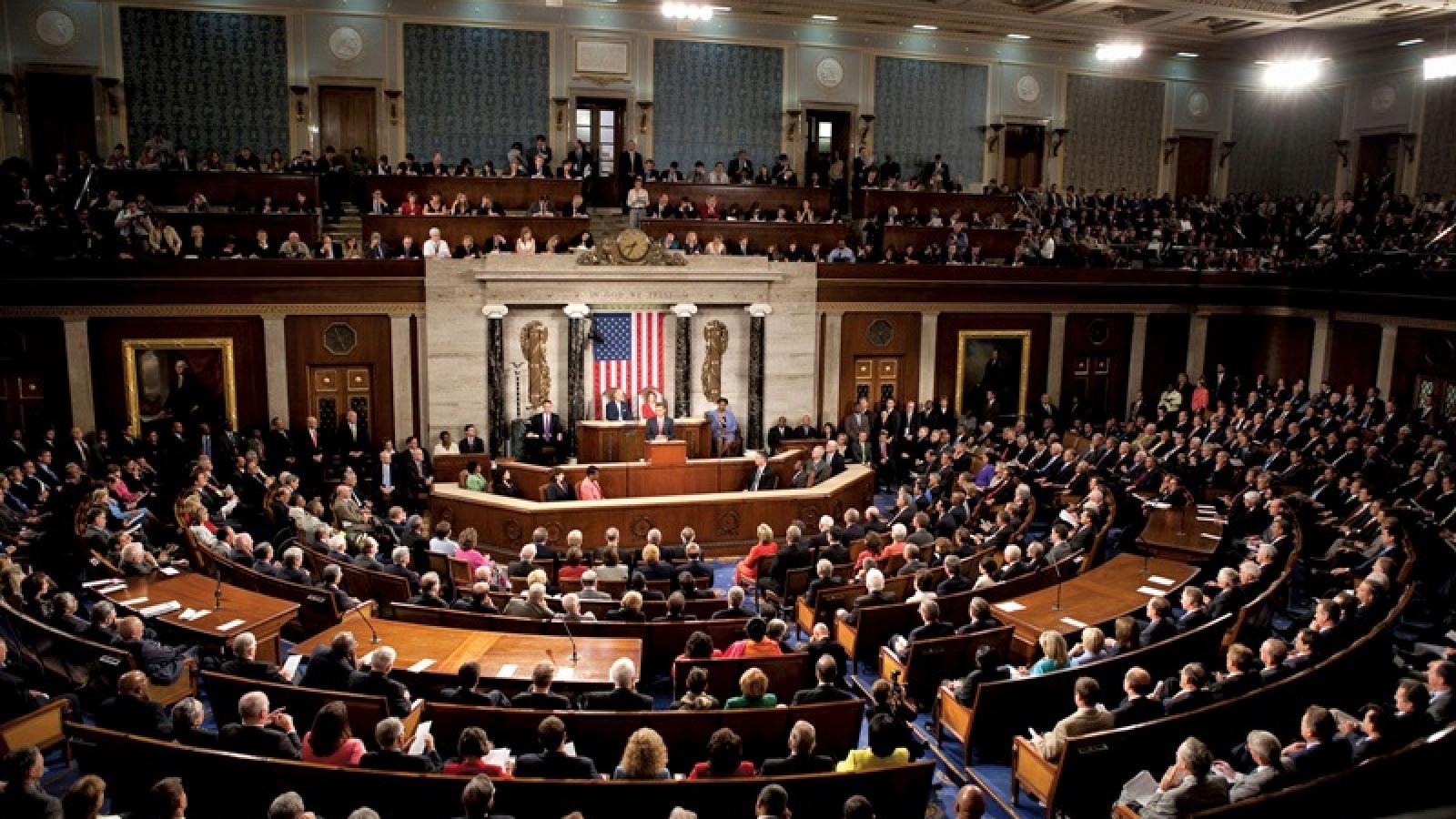 Hạ viện Mỹ thông qua gói cứu trợ Covid-19 trị giá gần 900 tỷ USD