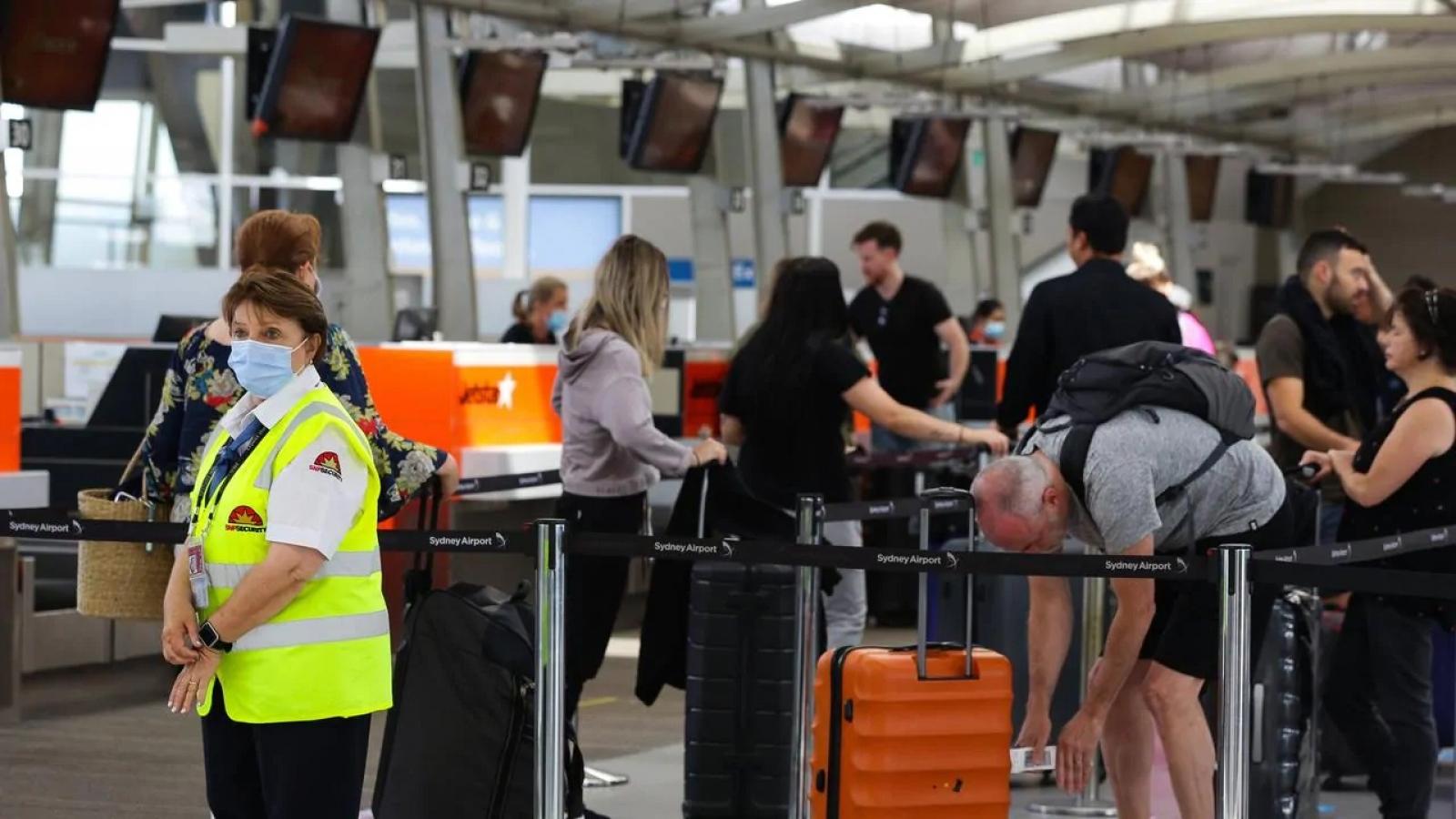 """Australia để """"lọt lưới"""" 2 du khách nước ngoài không cách ly"""