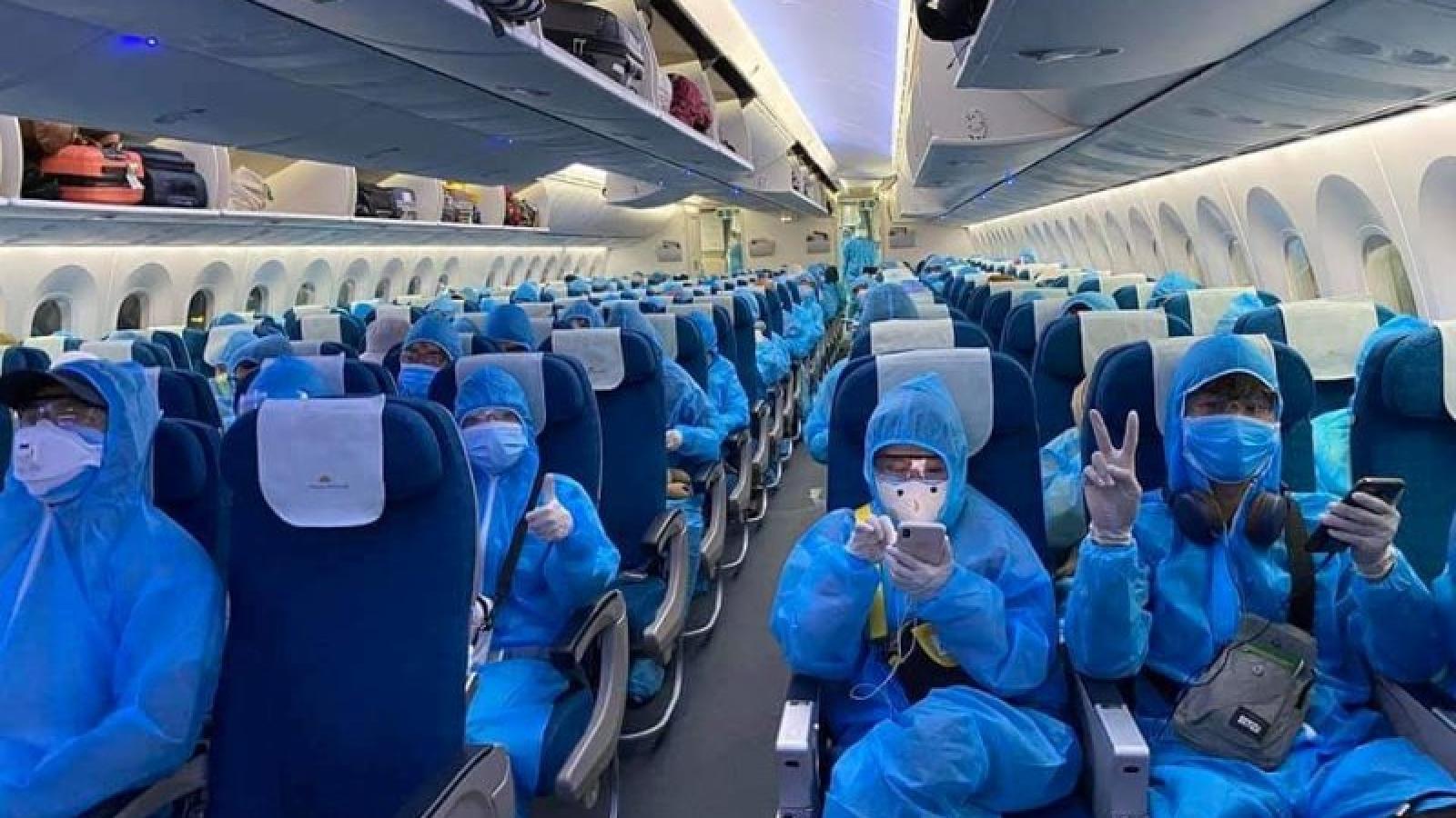 Xem xét sa thải tiếp viên hàng không làm lây Covid-19 ra cộng đồng