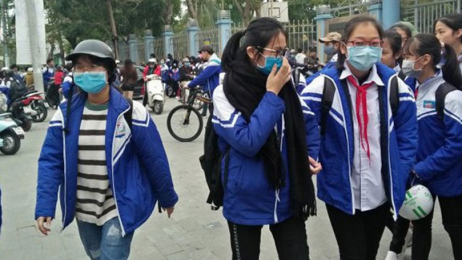 Các trường ở Hà Nội không được bắt học sinh mặc đồng phục khi trời rét