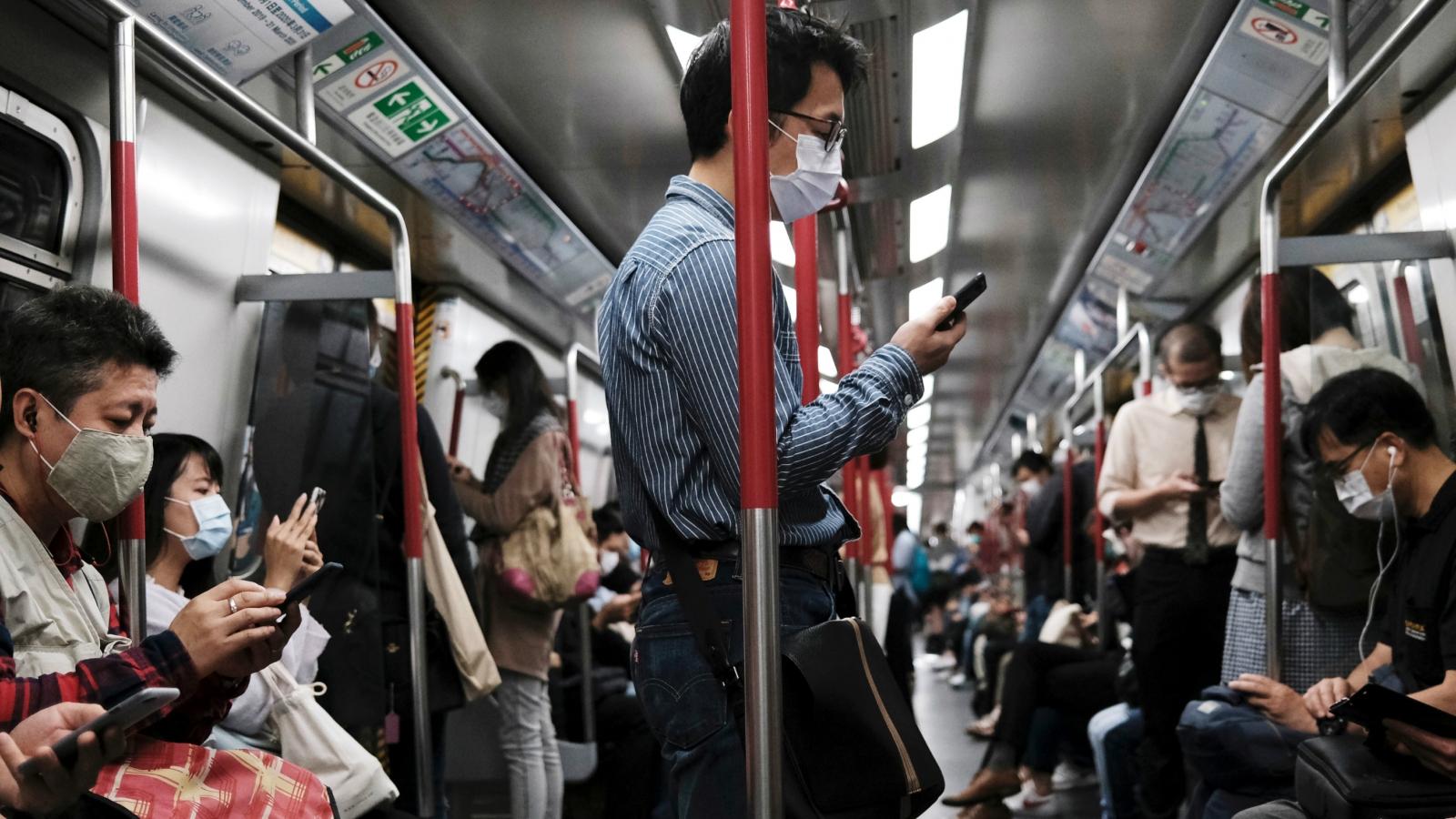 Hong Kong (Trung Quốc) kéo dài thời gian cách ly bắt buộc, thêm Nam Phi vào danh sách cấm