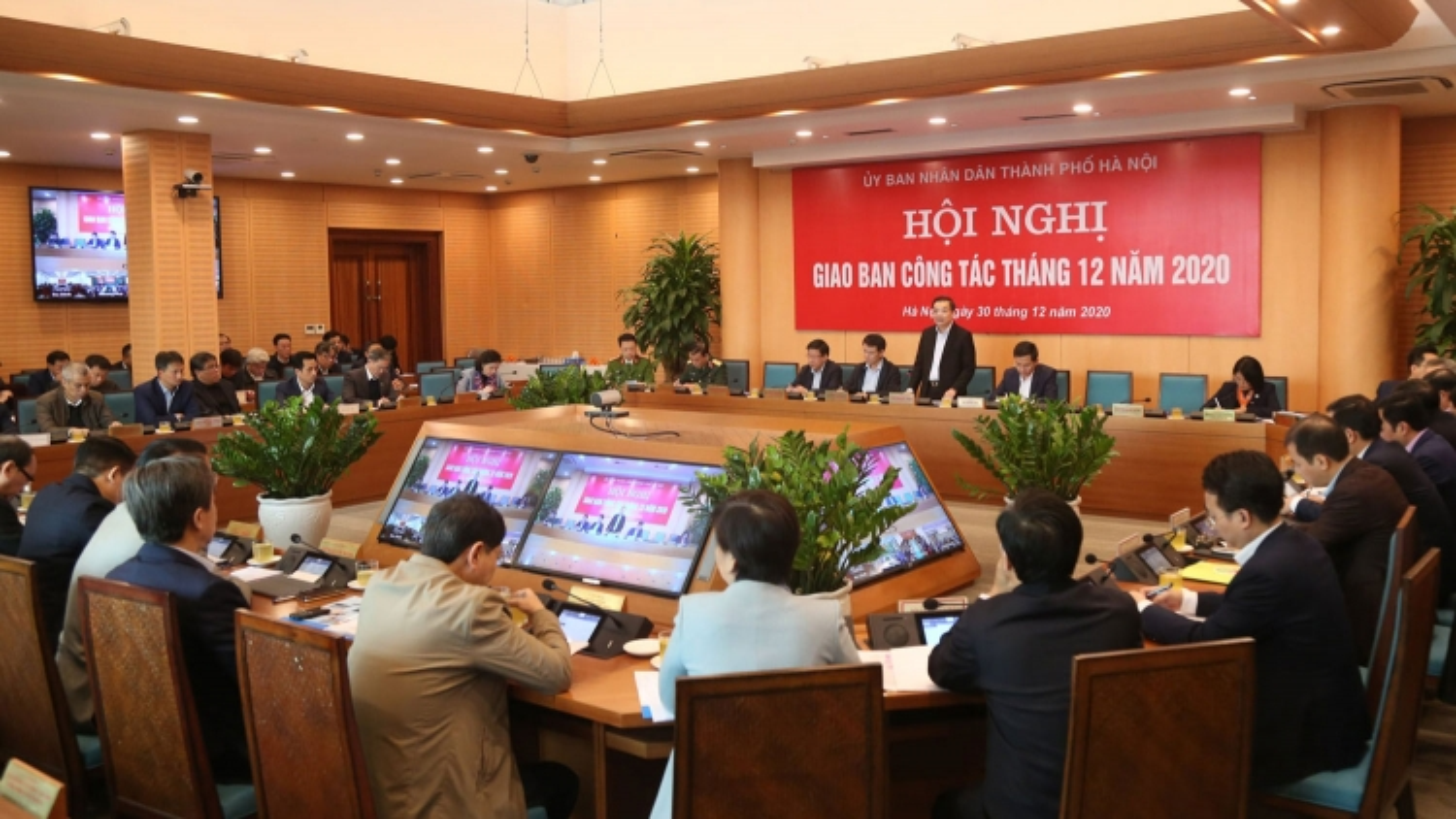 Hà Nội tập trung các giải pháp phục vụ nhân dân đón Tết an toàn, tiết kiệm