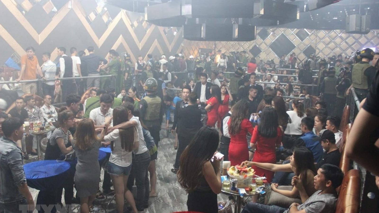 Đột kích quán bar trên phố Hàng Bài, phát hiện 50 đối tượng dương tính với ma tuý