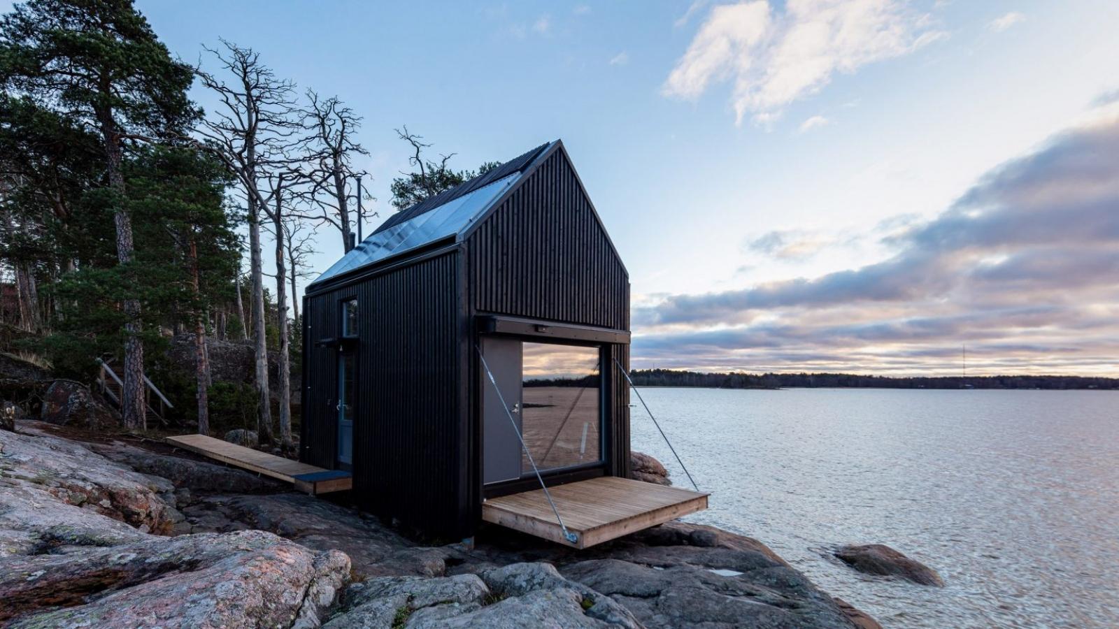 Ngôi nhà xinh xắn với công nghệ xanh nằm cheo leo bên bờ biển