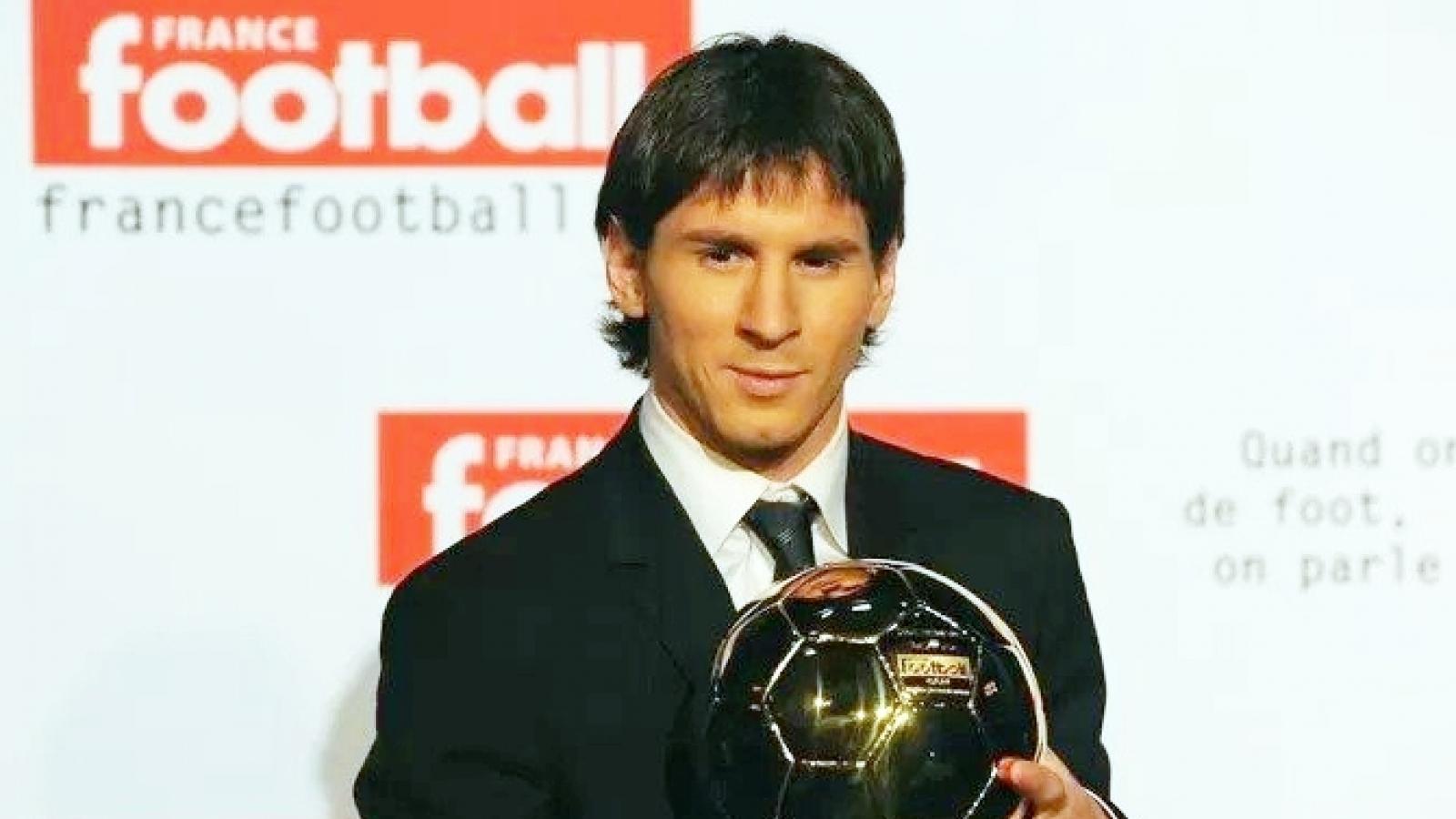 """Ngày này năm xưa: Messi """"hạ bệ"""" Ronaldo để giành Quả bóng Vàng"""