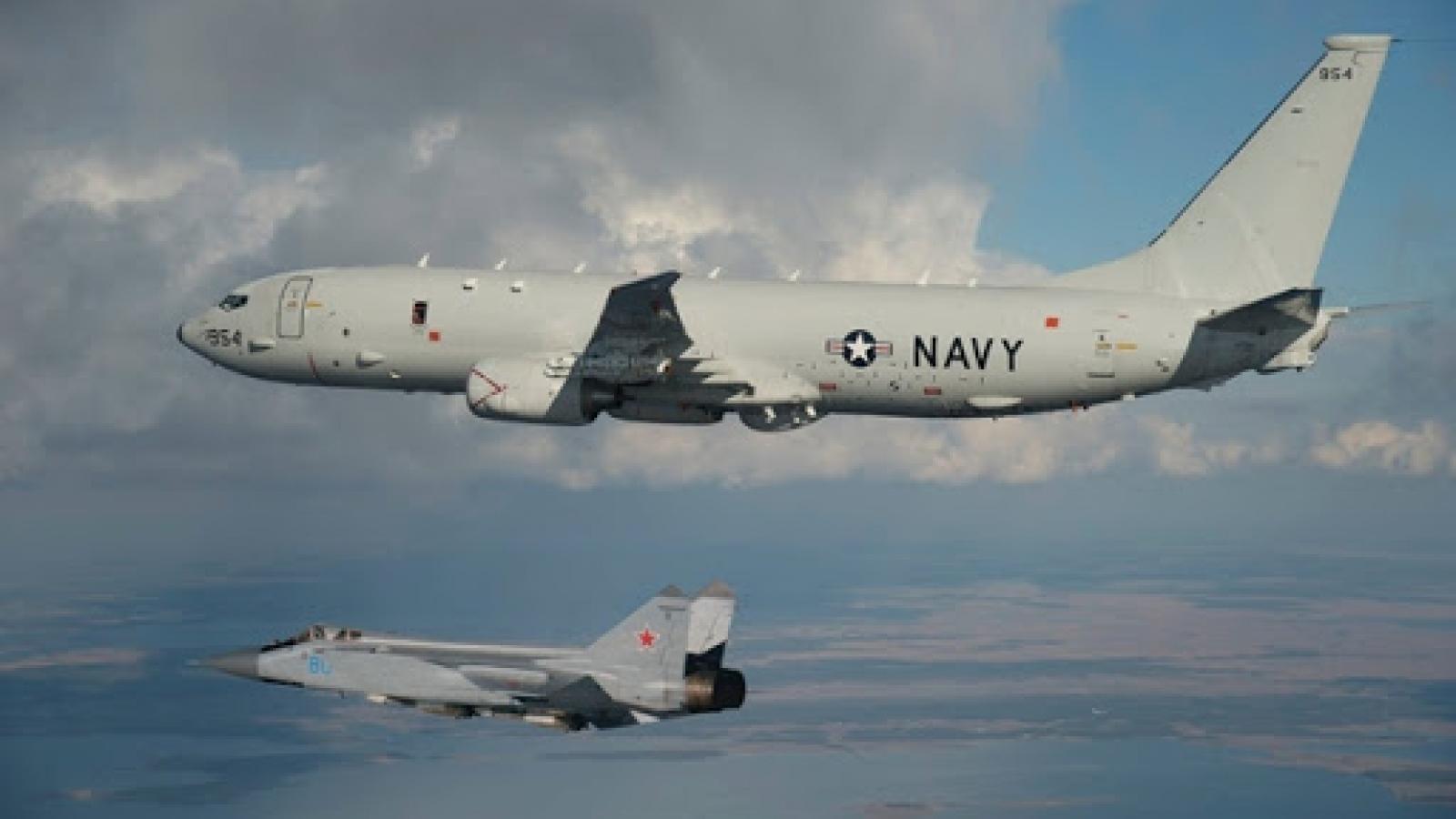 Tiêm kích MiG-31 của Nga chặn máy bay do thám Mỹ trên biển Bering