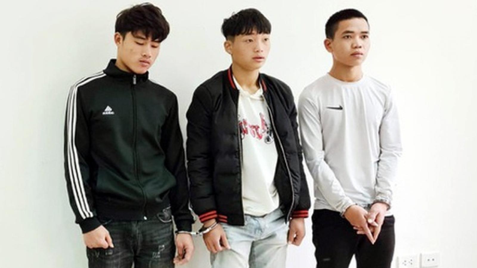 Thiếu tiền đi hát karaoke, 3 gã thợ sơn cướp giật điện thoại