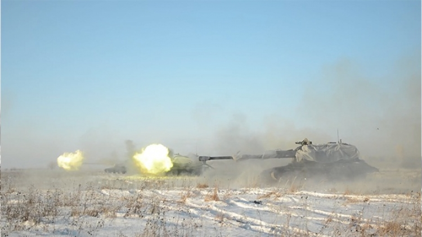 Siêu pháo tự hành Msta-S và Malka của Nga khai hỏa sấm sét trong tập trận ở Kemerovo