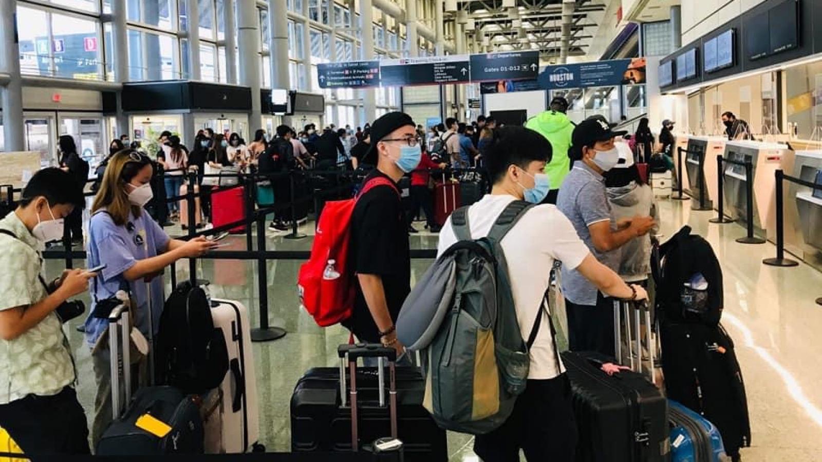 Đưa gần 360 công dân Việt Nam từ Mỹ về nước an toàn