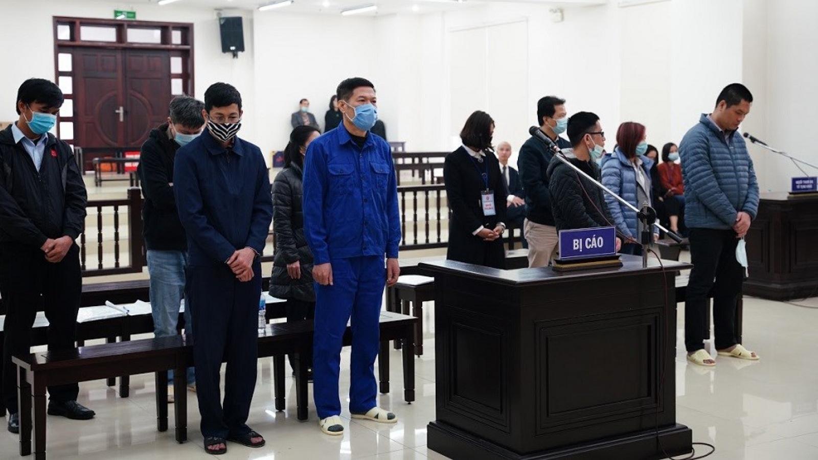 Cựu Giám đốc CDC Hà Nội bị tuyên phạt 10 năm tù vì nâng khống máy xét nghiệm
