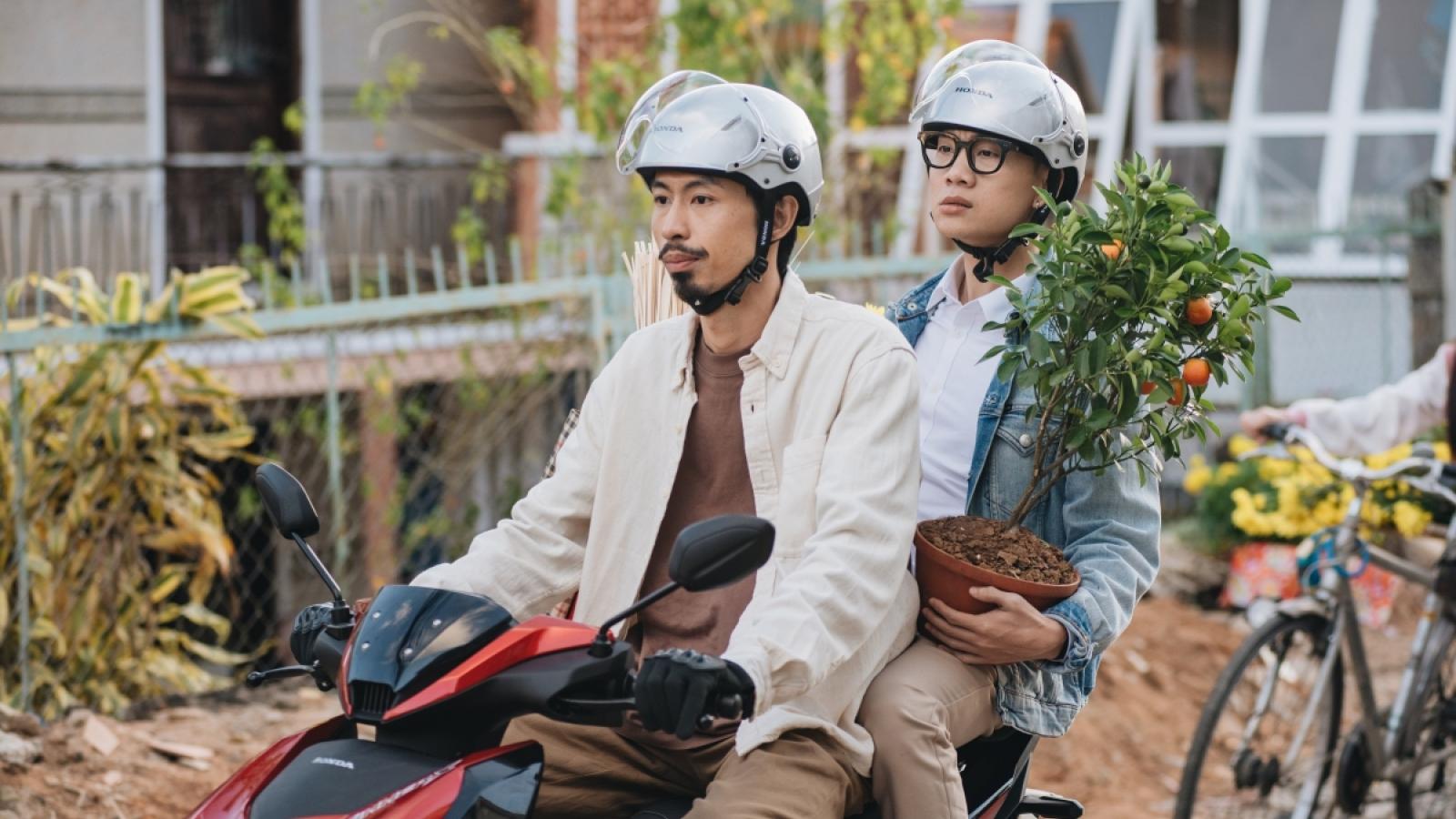 """Đen Vâu và Justatee thổi không khí Tết ngập tràn MV """"Đi về nhà"""""""