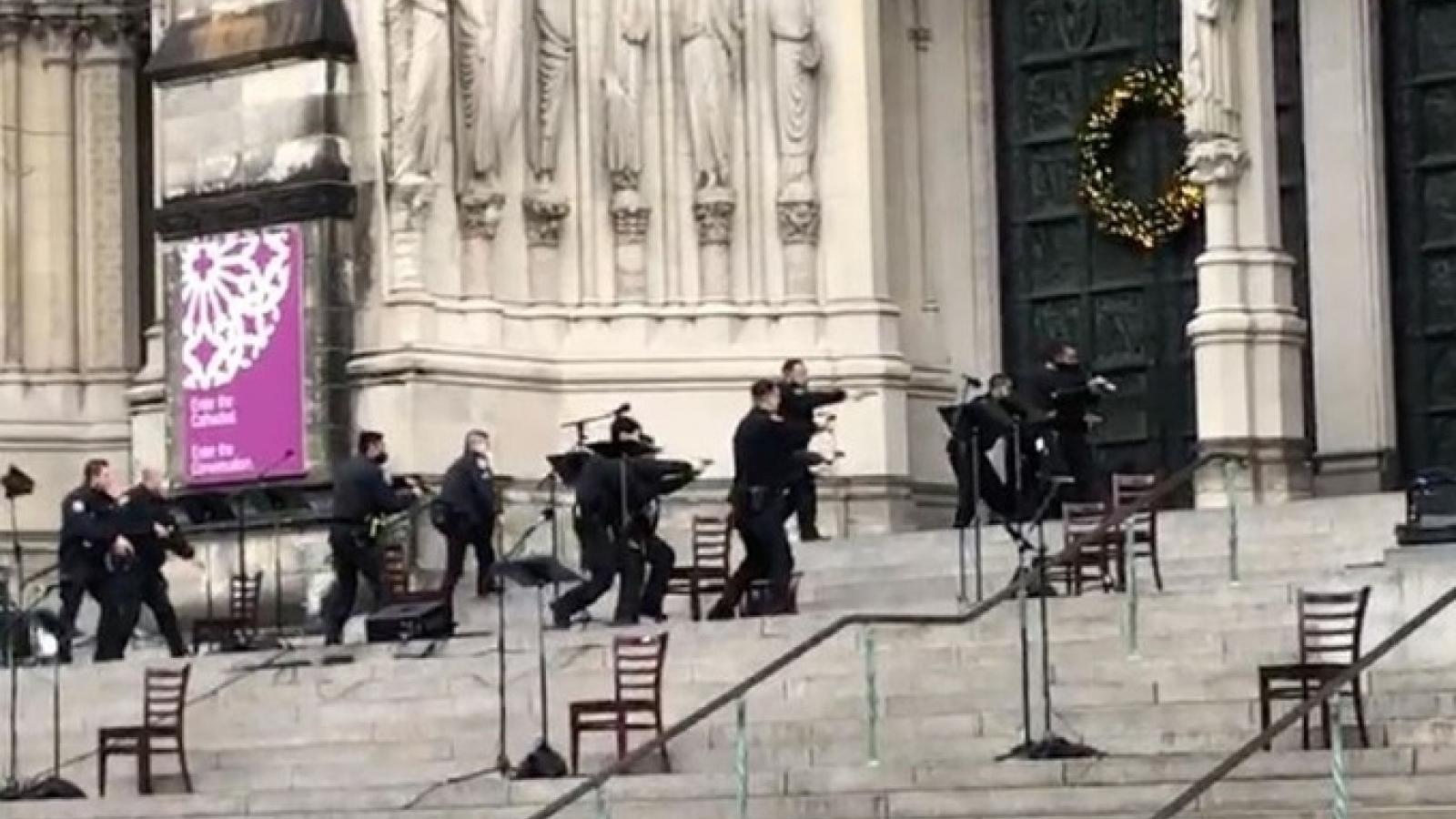 Nổ súng ngay bên ngoài một nhà thờ ở New York (Mỹ)