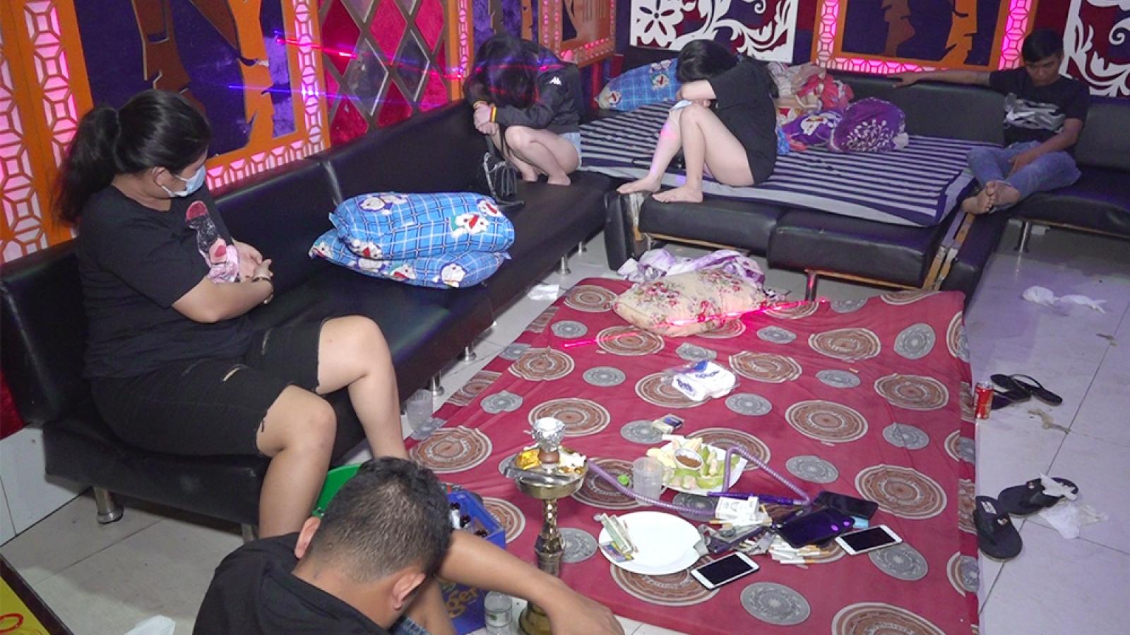 Phát hiện 19 đối tượng dương tính với ma túy trong quán karaoke