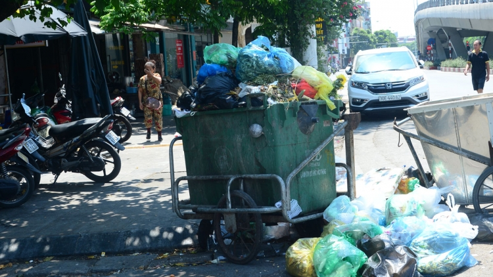 Quận Hoàn Kiếm, Hà Nội bắt đầu đấu thầu thu gom, phân loại rác tại nhà