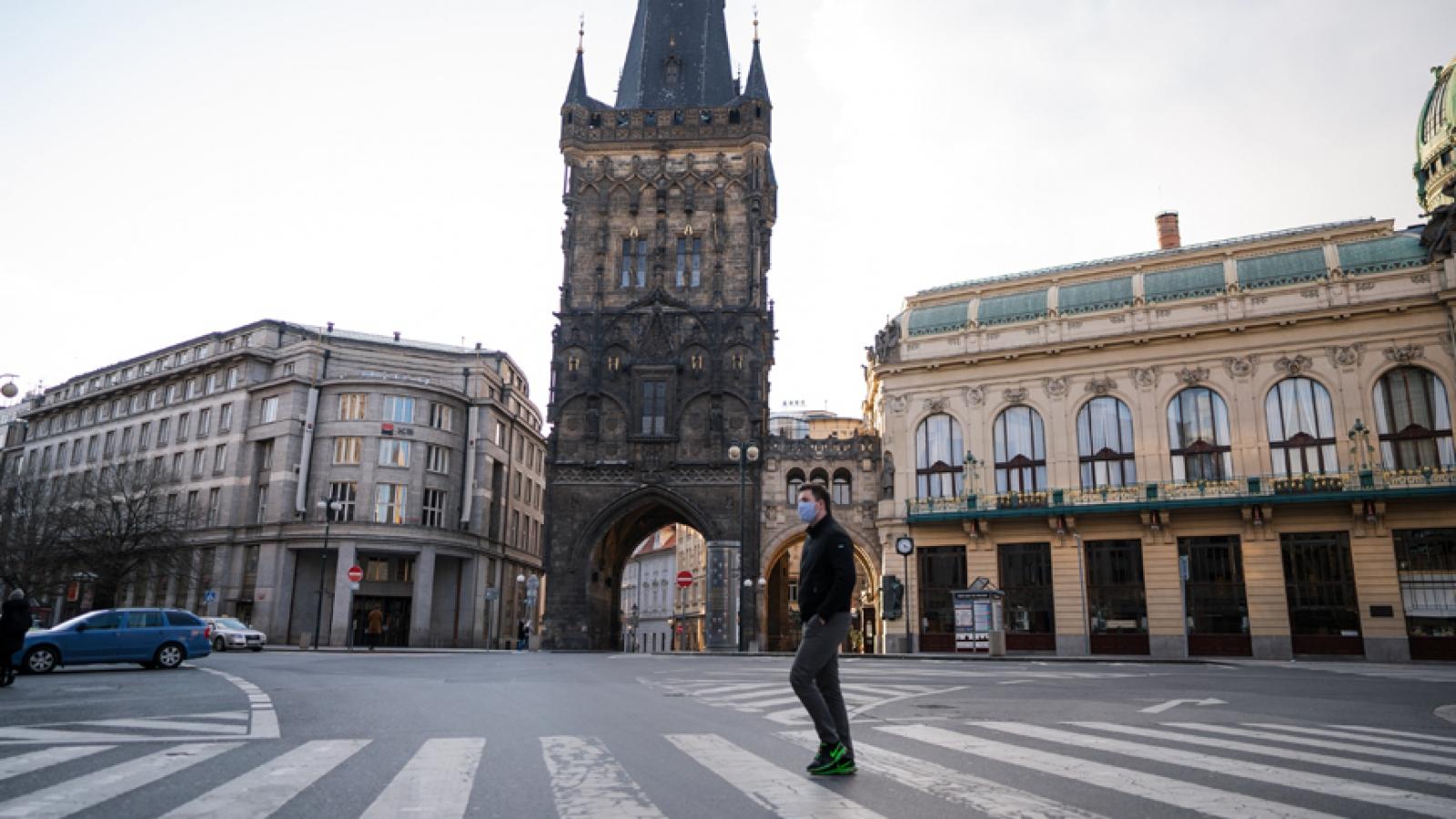 Số ca nhiễm Covid-19 tăng mạnh, Séc sẽ đóng cửa biên giới với khách du lịch nước ngoài