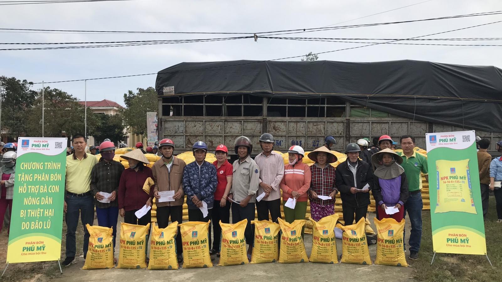 Trao tặng 280 tấn phân bón Phú Mỹ hỗ trợ bà con bị thiệt hại do bão lũ