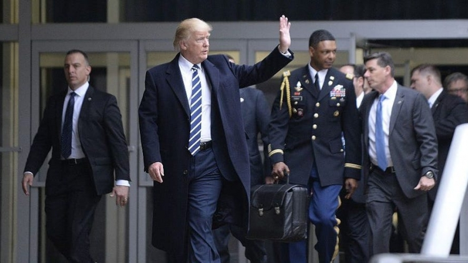 """Số phận """"quả bóng hạt nhân"""" nếu ông Trump không dự lễ nhậm chức của ông Biden"""
