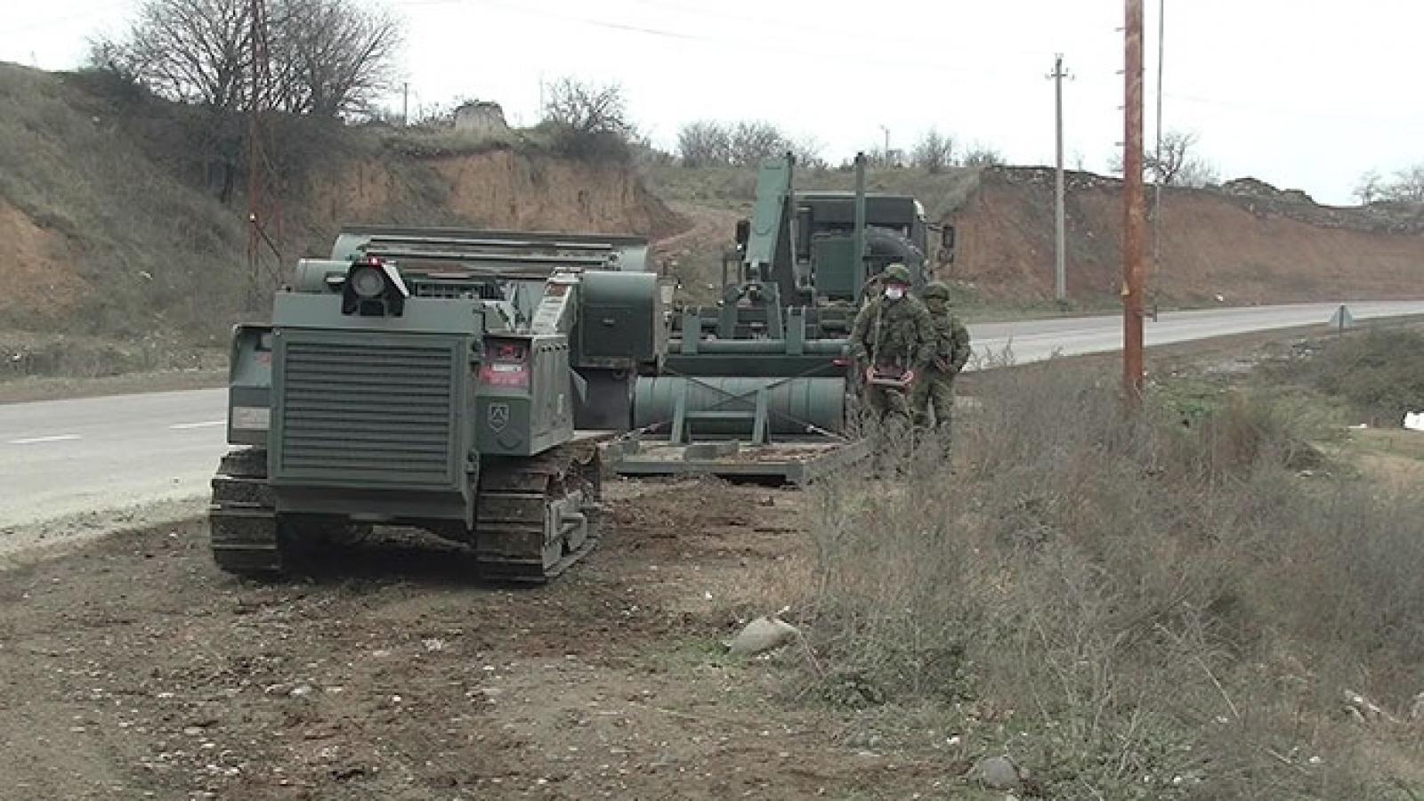 Nga sử dụng robot công binh Uran-6 rà phá bom mìn ở Nagorno-Karabakh