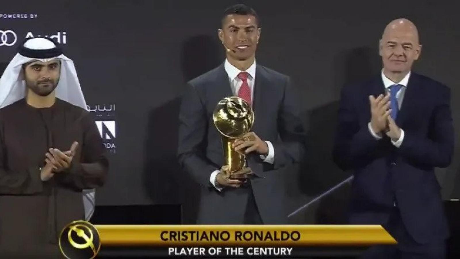 """Ronaldo vượt qua Messi để giật giải """"Cầu thủ xuất sắc nhất thế kỷ"""""""