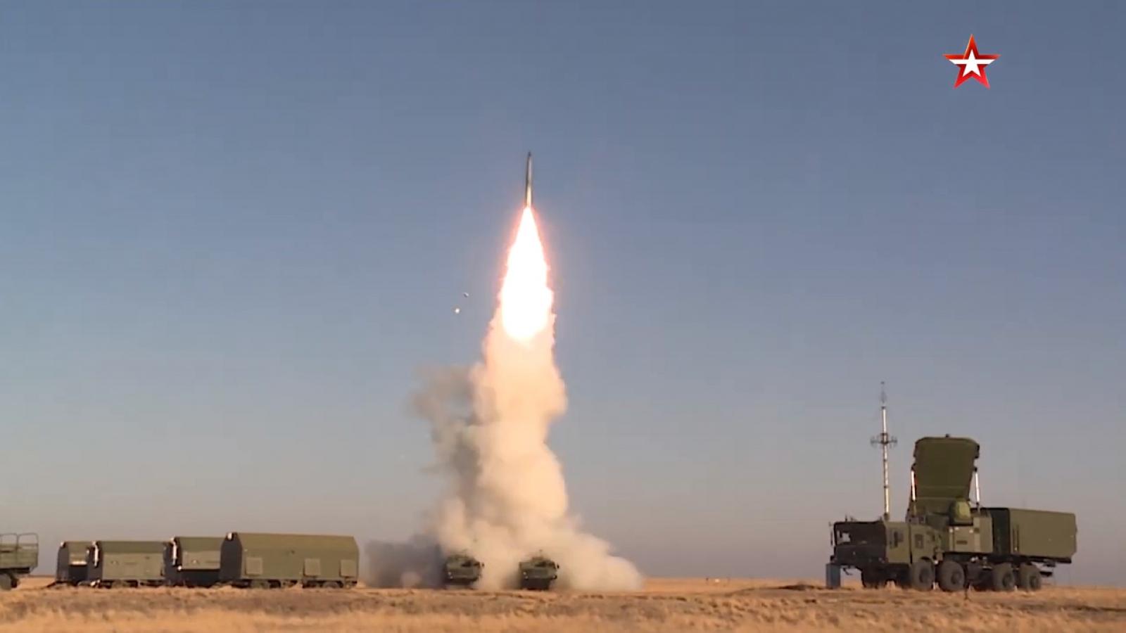 S-400 của Nga khai hỏa xé toạc bầu trời trong cuộc diễn tập gần Astrakhan