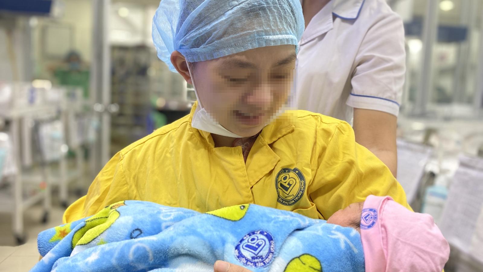 Bộ trưởng Y tế tặng bằng khen ê kíp y bác sĩ cứu sống mẹ con sản phụ gần chết não