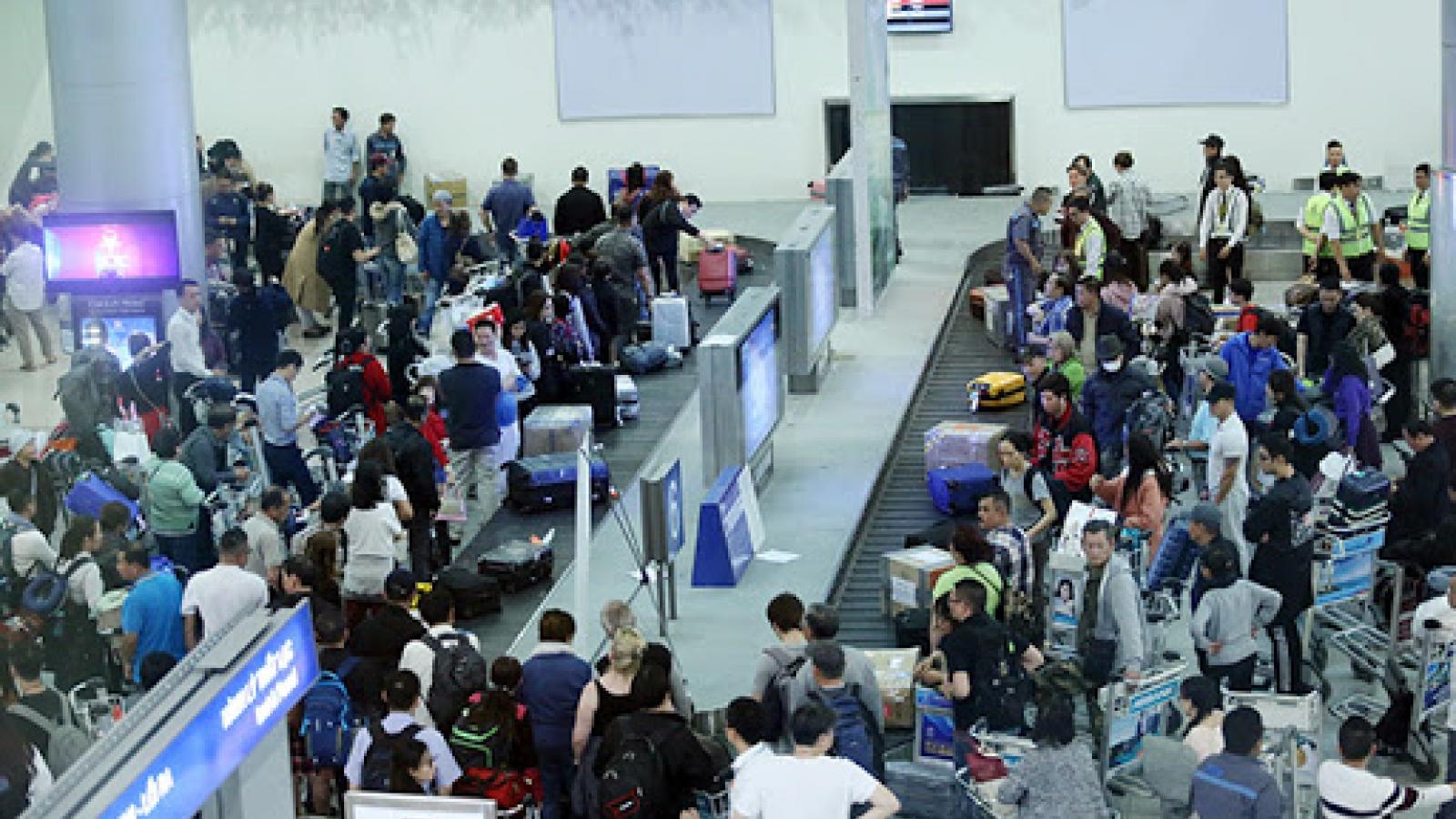 Cấm bay 12 tháng với nữ hành khách đánh nhau tại băng chuyền lấy hành lý