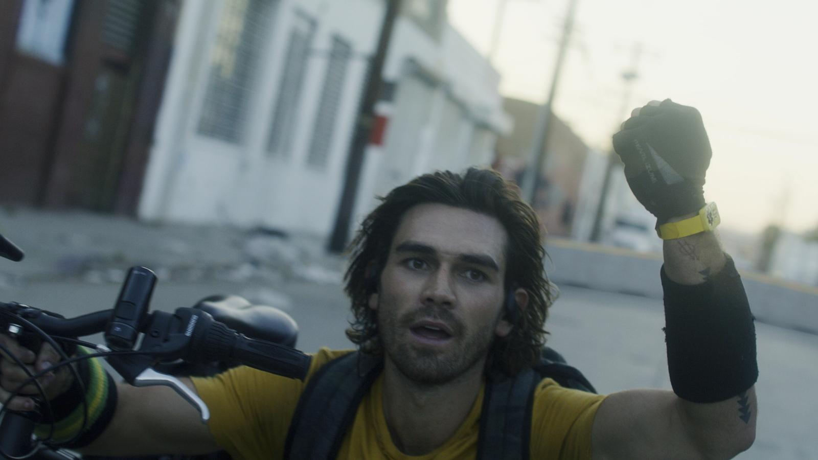 Phim điện ảnh đầu tiên về Covid-19 do Michael Bay sản xuất ra mắt khán giả Việt