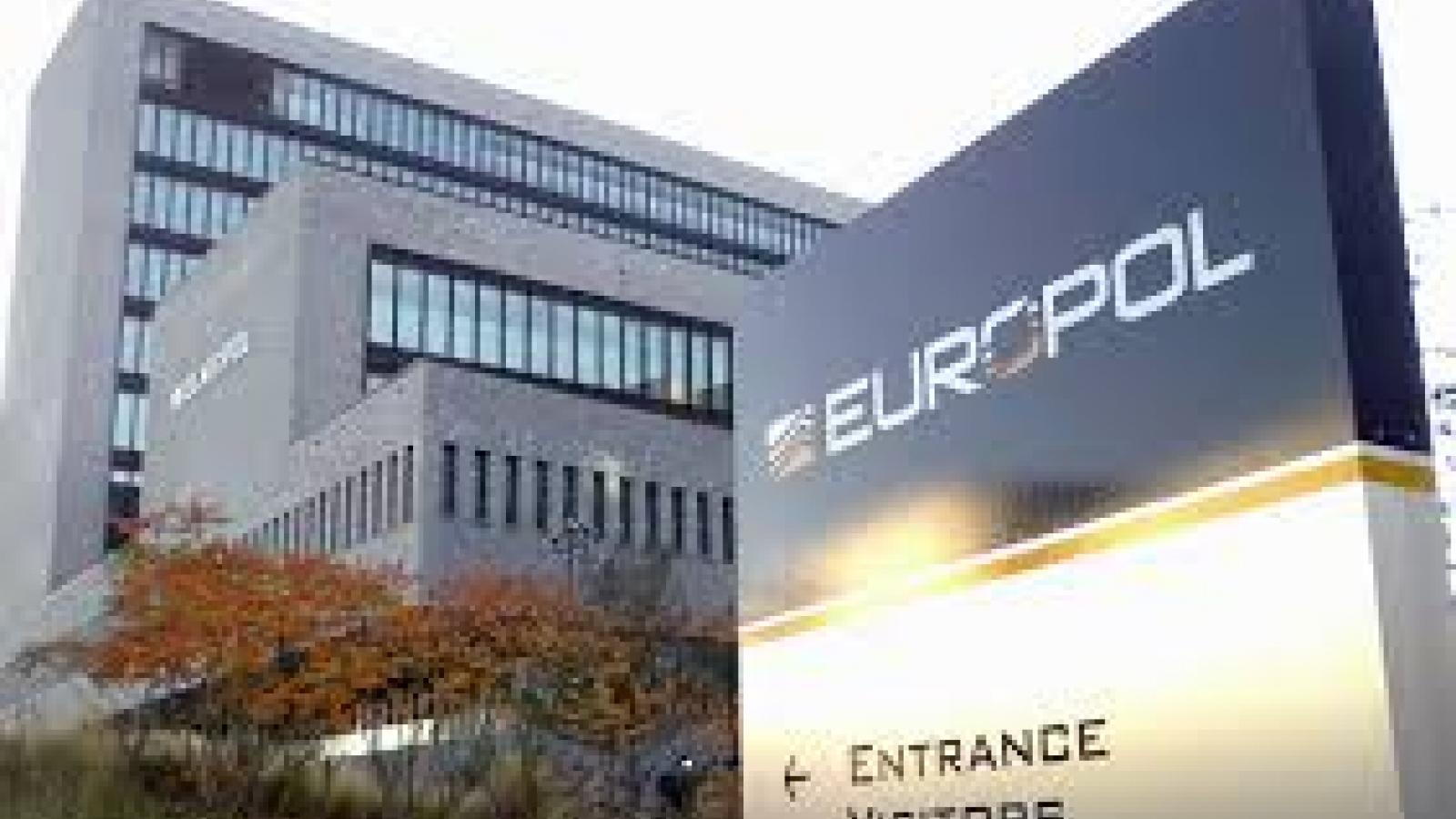 Europol cảnh báo nguy cơ vaccine giả và lừa đảo