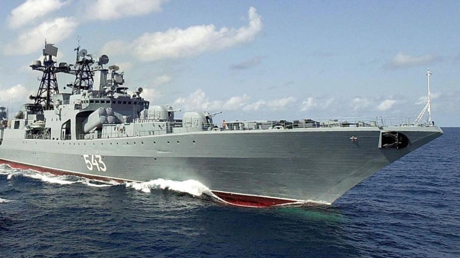 Khu trục hạm của Nga phóng ngư lôi và tên lửa trên Biển Nhật Bản