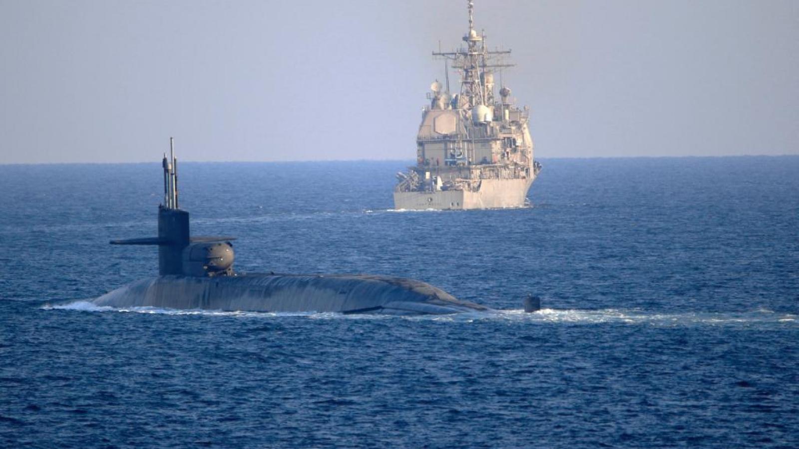 Tàu ngầm hạt nhân Mỹ đi qua eo biển Hormuz