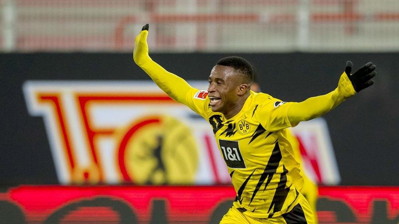 """""""Thần đồng"""" 16 tuổi của Dortmund lập kỷ lục ghi bàn ở Bundesliga"""