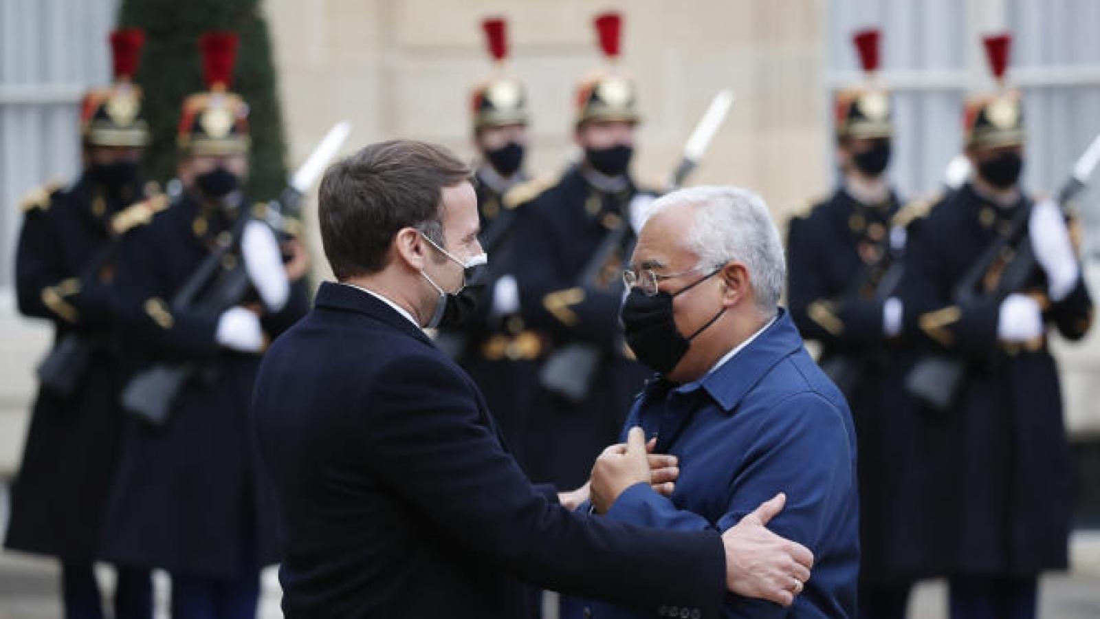 Tổng thống Pháp mắc Covid-19, hàng loạt nguyên thủ phải cách ly