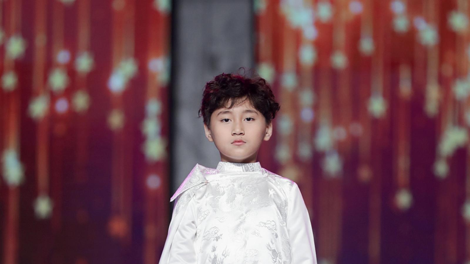 Mẫu nhí 9 tuổi Vũ Ngọc Trọng Phương gây ấn tượng tại Vietnam Junior Fashion Week