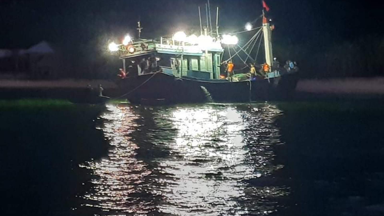 Cứu kịp thời 12 ngư dân gặp nạn ở biển Cù Lao Chàm