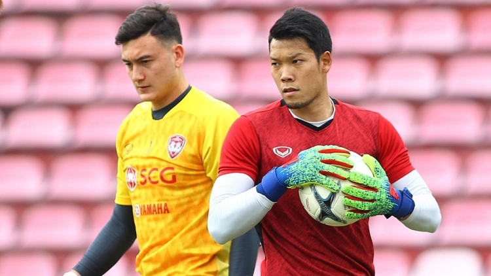 Muangthong tái hợp với thủ môn ĐT Thái Lan, Đặng Văn Lâm trở lại HAGL?