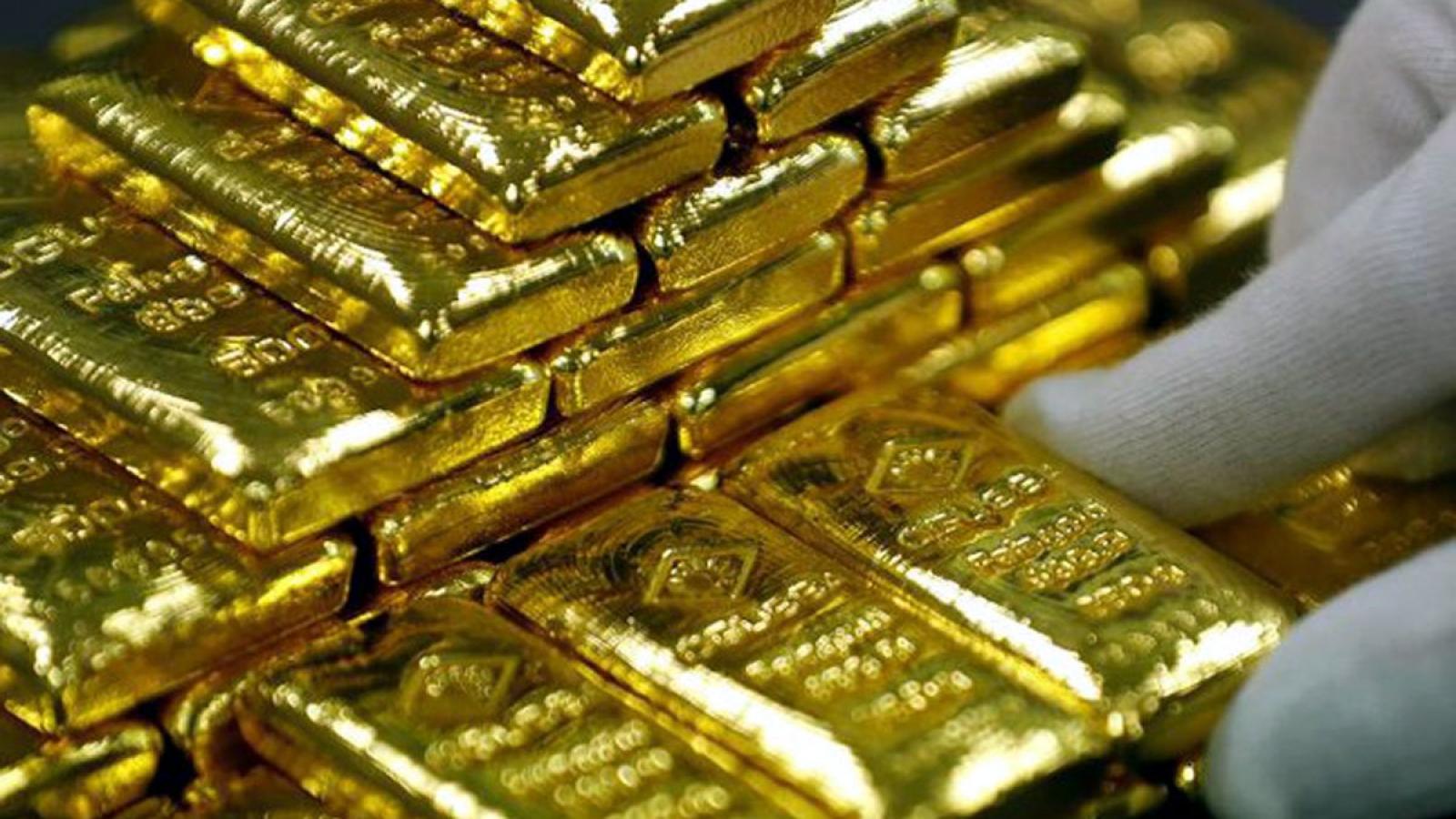 Giá vàng tăng mạnh trở lại khi số ca mắc Covid-19 gia tăng