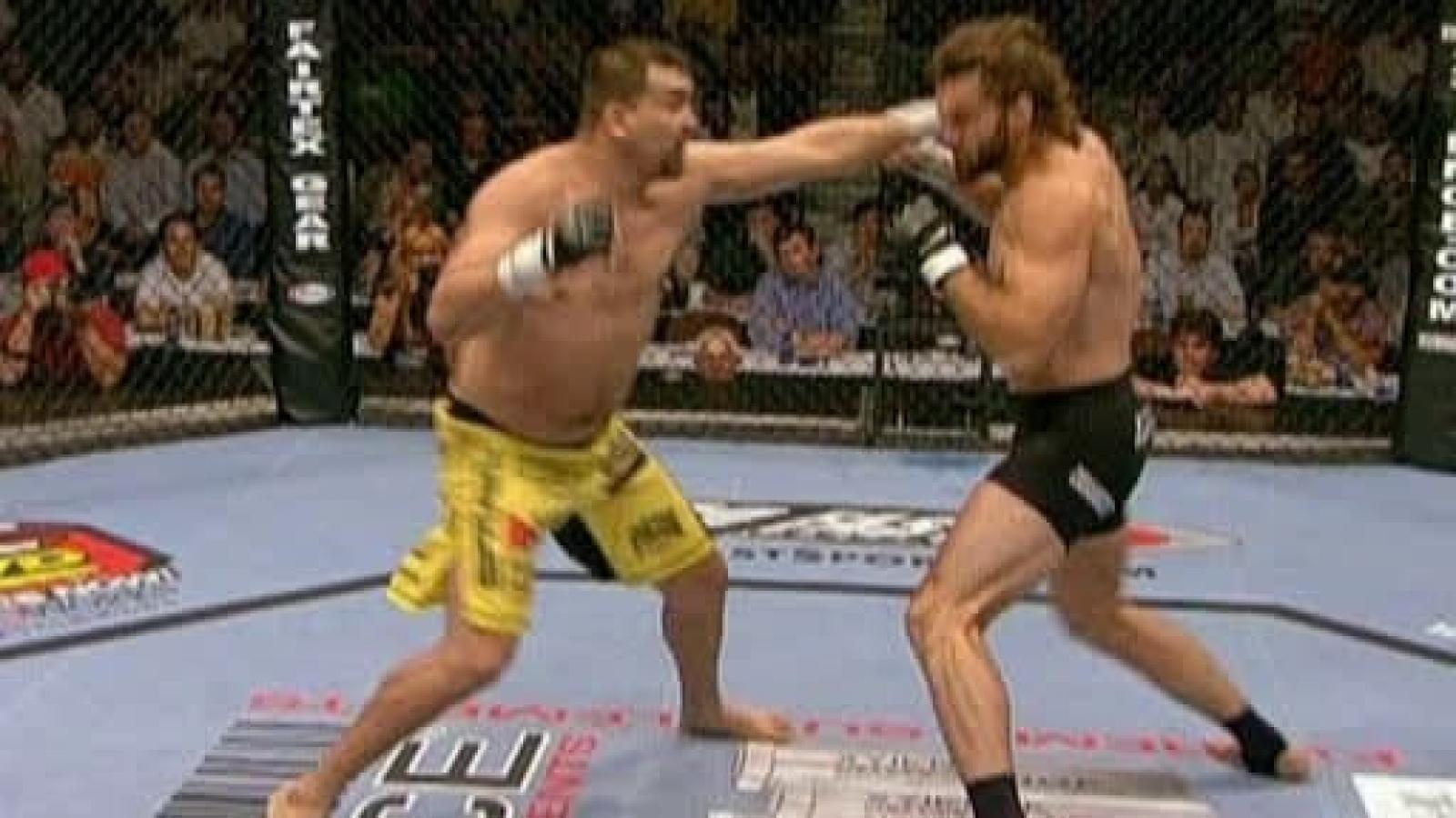 Võ sĩ UFC hạ knock-out đối thủ bằng 1 cú đấm