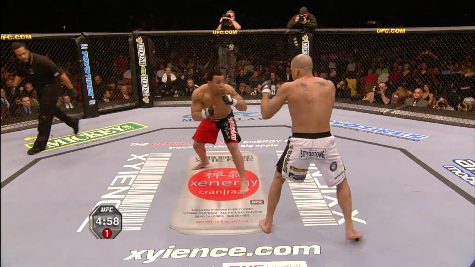 VIDEO: Pha phản đòn đỉnh cao giúp võ sĩ thắng knock-out sau 14 giây