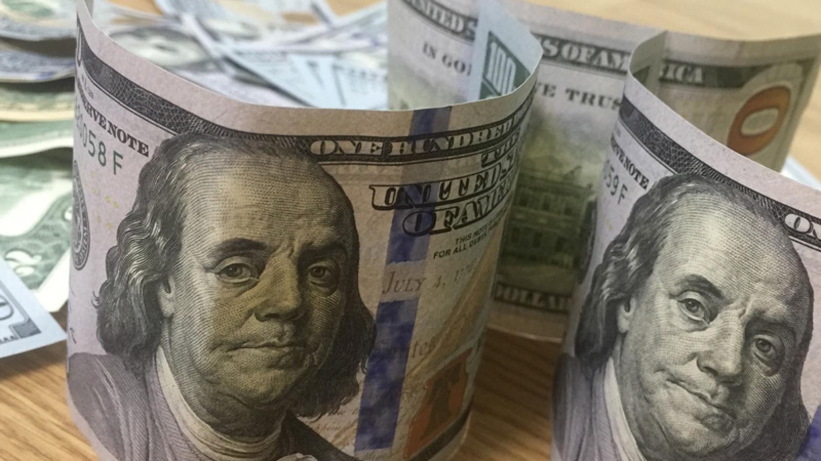 Tỷ giá trung tâm tăng nhẹ, giá USD tại các ngân hàng thương mại vẫn đứng yên