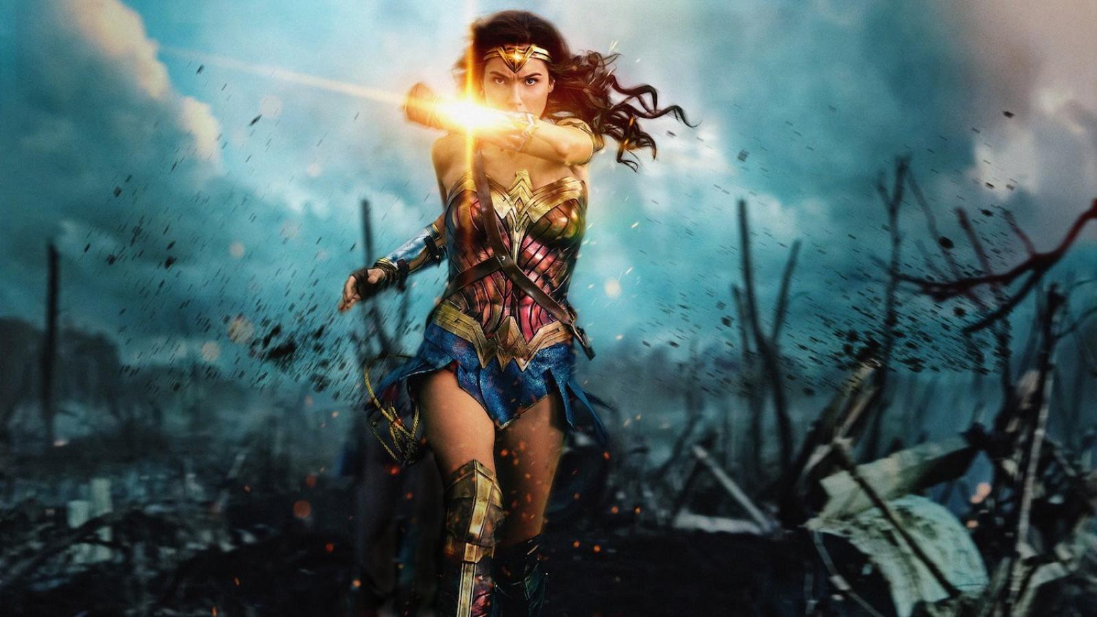 """Hé lộ siêu năng lực và loạt vũ khí """"chị đại"""" Wonder Woman sở hữu trong bom tấn mới"""